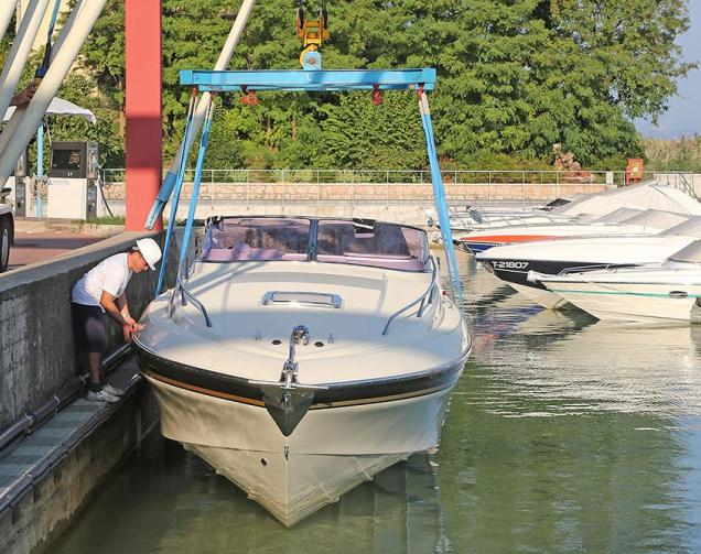 Bootswerft mit Krandienst am Gardasee