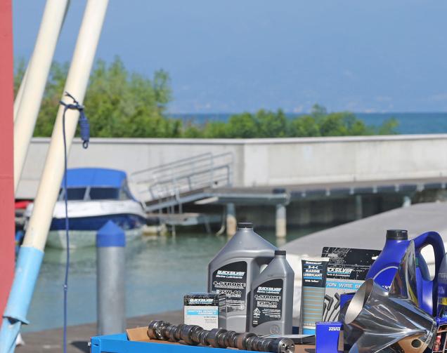 Wartung der Boote am Gardasee
