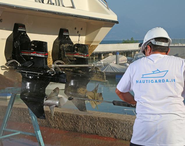 Bootslagerung von Motorbooten am Gardasee